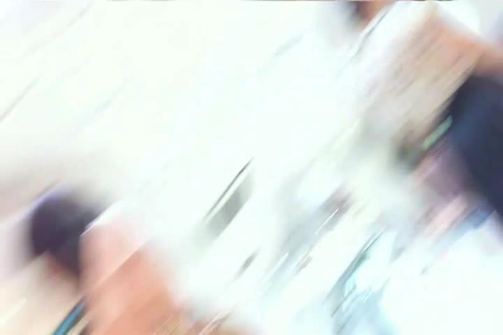 買い物に夢中な純粋系オネエさんのスカートの中身を逆さ撮り秘密撮影☆食い込み過ぎて美尻マル見えww